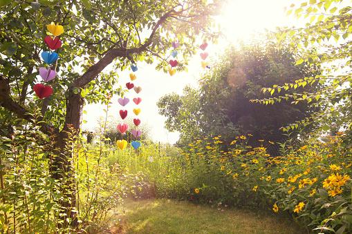 Garland - Decoration「Heart-shaped garland made of paper hanging in garden」:スマホ壁紙(14)