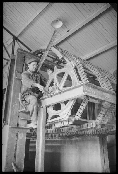 Max Penson「A Worker」:写真・画像(3)[壁紙.com]
