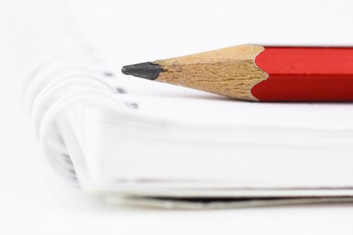 University Student「Red Pencil」:スマホ壁紙(10)