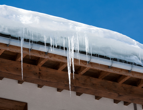 Chalet「Icicles and Snow Overhanging a Roof」:スマホ壁紙(15)
