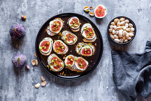 Nut - Food「Bread with goat cheese, figs and pistachio」:スマホ壁紙(16)