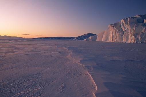 Pack Ice「Midnight Sun Over Antarctic Glacier」:スマホ壁紙(19)