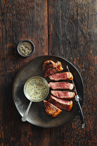 Cutting「Steak with mustard and green peppercorns sauce」:スマホ壁紙(0)
