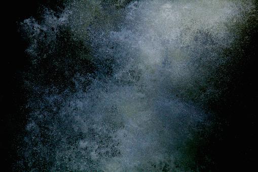 Water Surface「Water splashing on black background」:スマホ壁紙(2)