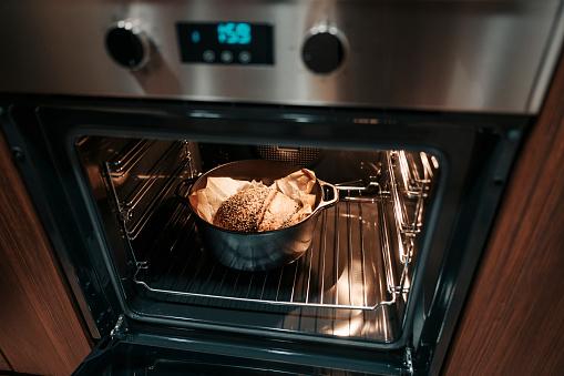 Cast Iron「dough pasty in cast iron pot inside oven」:スマホ壁紙(10)