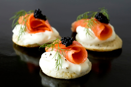 Selective Focus「Smoked salmon blinis」:スマホ壁紙(12)