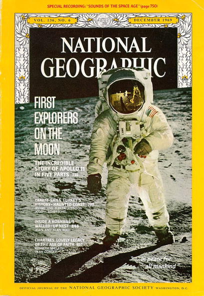Representing「The December 1969 Cover Of National Geographic Depicts The Famous Photograph」:写真・画像(0)[壁紙.com]