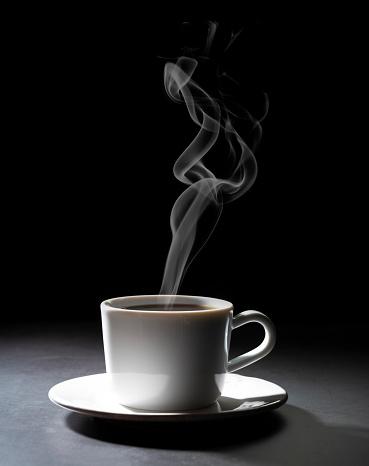 Hot Drink「Coffee cup on dark black background」:スマホ壁紙(16)