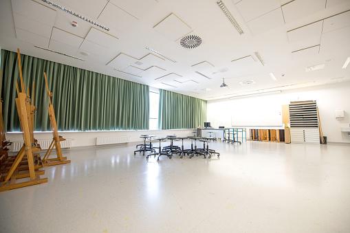 State School「Empty Contemporary Art Classroom」:スマホ壁紙(10)