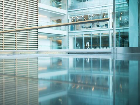 Office「Walkway in modern office building」:スマホ壁紙(13)