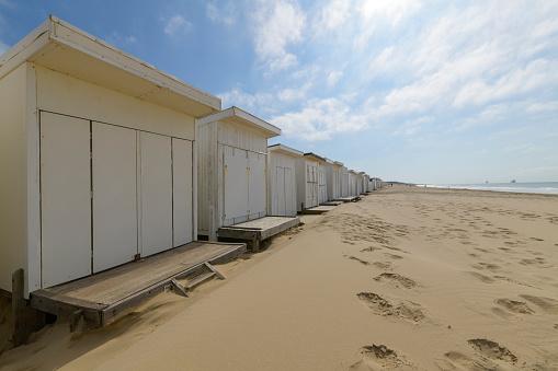 Calais「Beach with beach houses, Calais, Pas-de-Calais, Hauts-de-France, France」:スマホ壁紙(5)