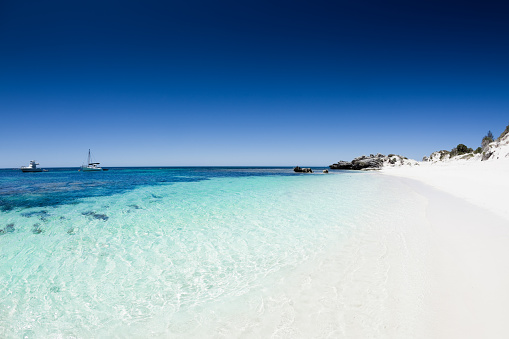 Western Australia「Beach with white sand and clear blue water and sky」:スマホ壁紙(2)