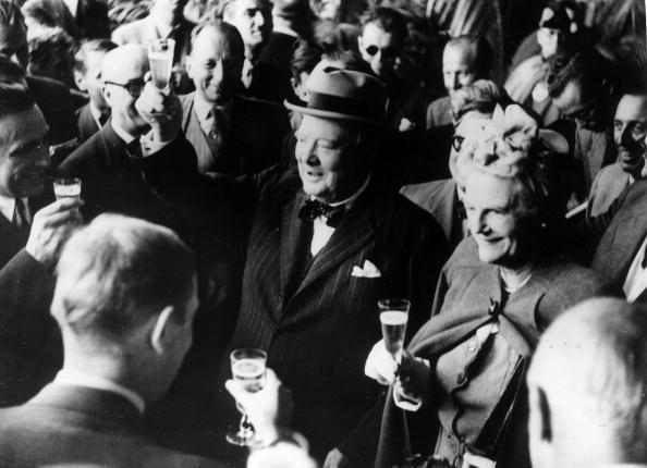 Drinking「The Churchills」:写真・画像(5)[壁紙.com]