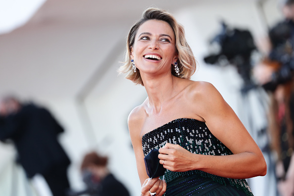 "Venice International Film Festival「""Lacci"" Red Carpet And Opening Ceremony Red Carpet Arrivals - The 77th Venice Film Festival」:写真・画像(1)[壁紙.com]"