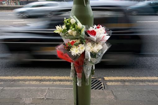 Crash「Bouquets Placed at Road Accident Site」:スマホ壁紙(3)