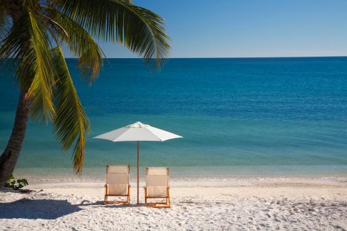 Two Objects「chair on Florida Keys beach」:スマホ壁紙(13)