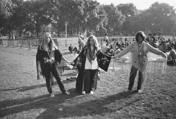 1960-1969「Hippies In Park」:写真・画像(14)[壁紙.com]
