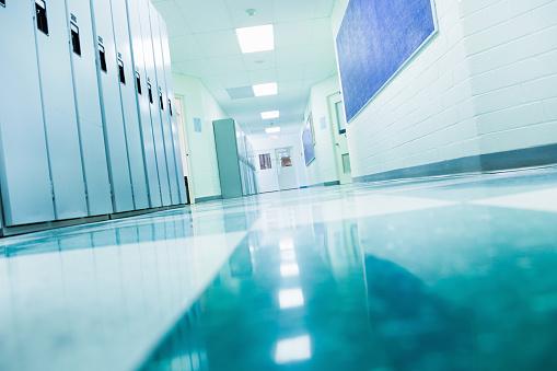 Locker「College School Corridor」:スマホ壁紙(11)