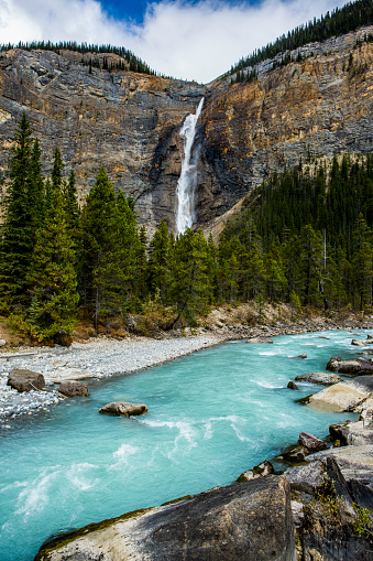 Yoho National Park「Waterfall flowing over cliff」:スマホ壁紙(0)