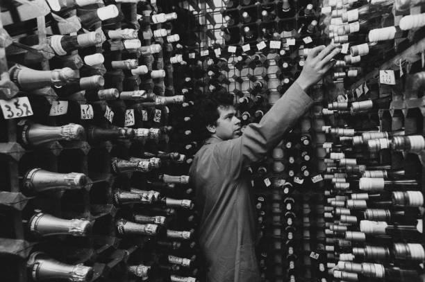 Choosing「Café Royal Wine Cellar」:写真・画像(9)[壁紙.com]
