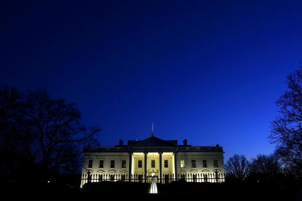 Night「Bush Delivers Televised Address On New Iraq War Strategy」:写真・画像(11)[壁紙.com]