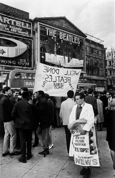 Express Newspapers「Beatles Fans」:写真・画像(8)[壁紙.com]