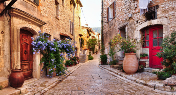 French Culture「Old French village houses and cobblestone street」:スマホ壁紙(3)