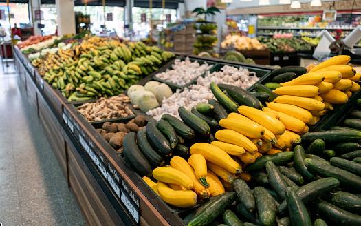 Supermarket「Retail display at a supermarket of different vegetables」:スマホ壁紙(0)