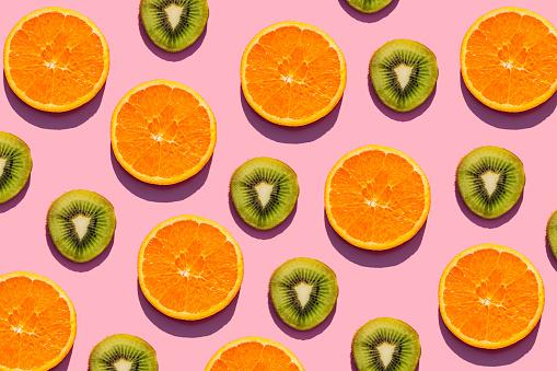 Kiwi「Pattern of orange and kiwi fruit slices against pink background」:スマホ壁紙(8)