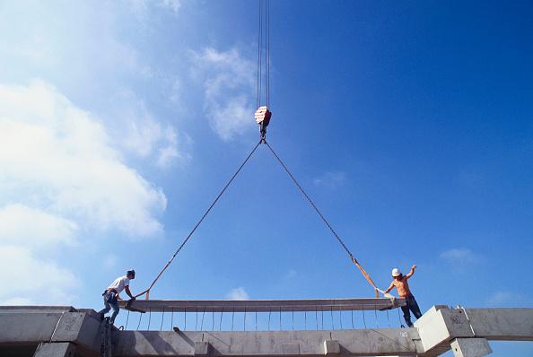 Curve「Placing of prefabricated concrete deck section on building」:写真・画像(10)[壁紙.com]