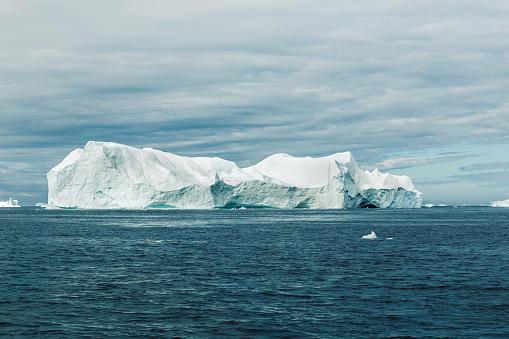 Greenland「Big iceberg floats in Diskobay in Greenland」:スマホ壁紙(13)