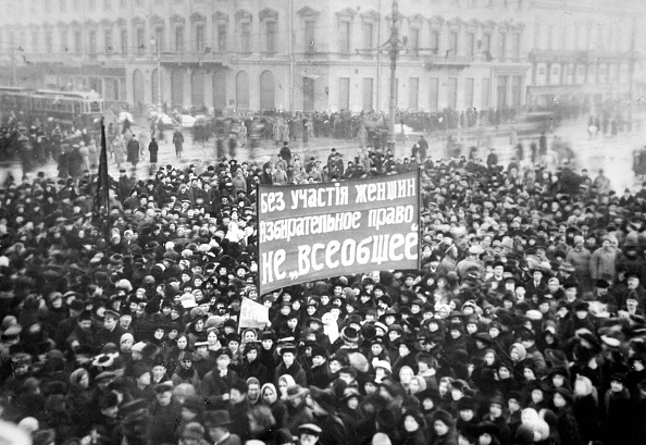 Russia「Womens Suffrage Demonstration On The Nevsky Prospect In Petrograd On March 8,」:写真・画像(2)[壁紙.com]