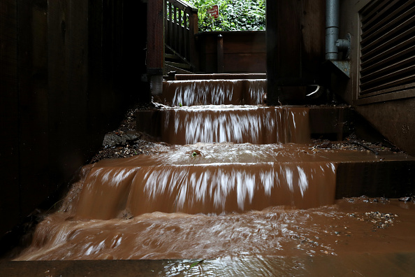 Natural Phenomenon「Heavy Rains Causes Mudslide In Residential Neighborhood In Sausalito, California」:写真・画像(7)[壁紙.com]