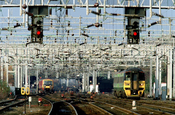 Railroad Track「Electric Dream. The approach to Crewe station from the south with a Central Trains Class 158」:写真・画像(3)[壁紙.com]