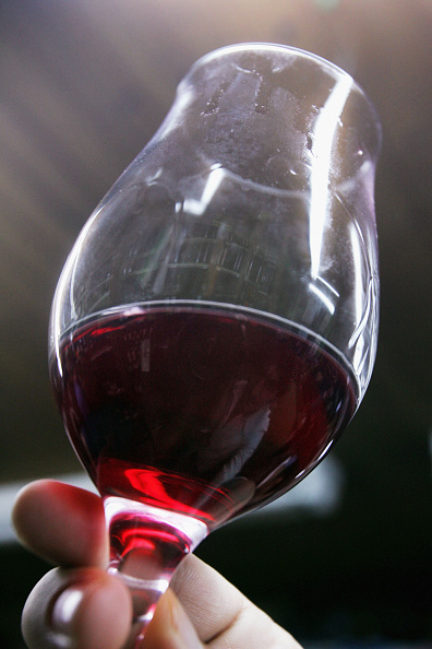 Wineglass「Arrival Of Beaujolais Nouveau 2004 Celebrated In Israel」:写真・画像(3)[壁紙.com]