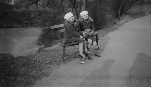 Bench「Yaltah and Hephsibah Menuhin」:写真・画像(13)[壁紙.com]