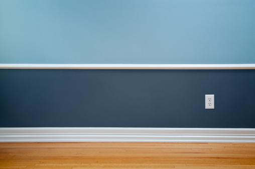 Baseboard「Empty Room With Wall Plug」:スマホ壁紙(5)