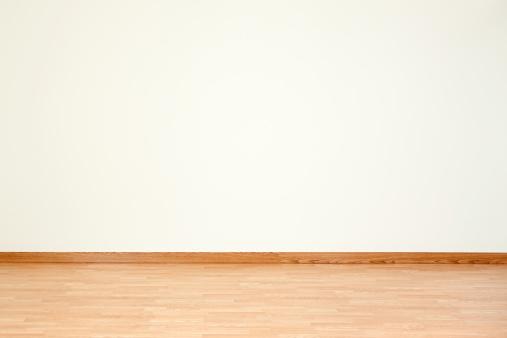 Baseboard「Empty Room and Blank Wall」:スマホ壁紙(1)