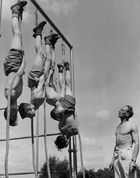 Fred Morley「Swinging Boys」:写真・画像(8)[壁紙.com]