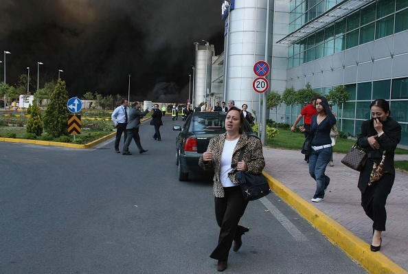 Stringer「Instanbul Airport Engulfed In Major Fire」:写真・画像(6)[壁紙.com]