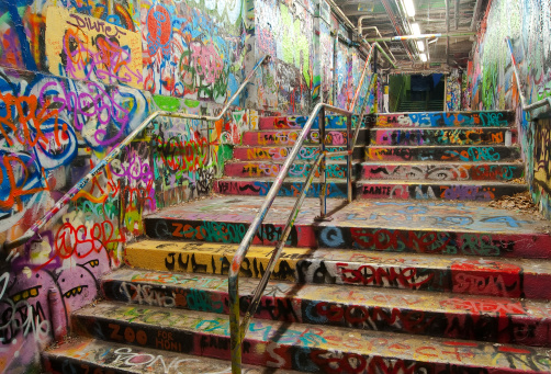 Steps and Staircases「Stairway tunnel filled with Graffiti in University of Sydney」:スマホ壁紙(14)