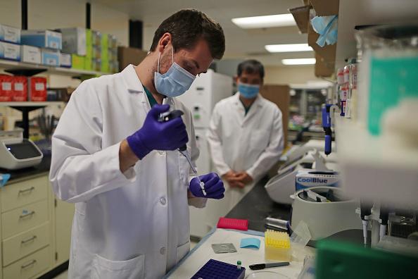 Particle「Genetics Lab Processes Coronavirus Tests In Maryland」:写真・画像(6)[壁紙.com]