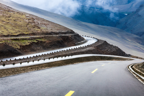Hairpin Curve「Mountain road in Tibet, China」:スマホ壁紙(2)