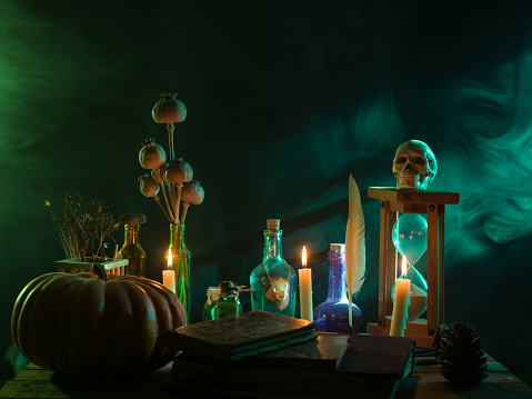 Human Skull「Pumpkin, Poison Bottle, Dead Insects, Candles, Human Skull and Magic Book For Halloween」:スマホ壁紙(14)