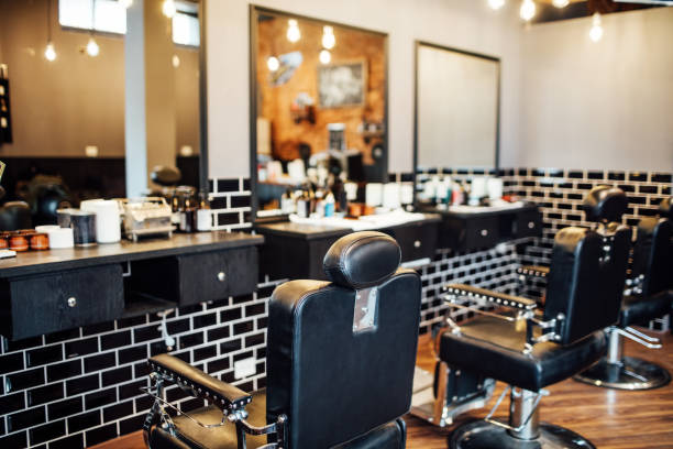 Empty black chairs and mirrors in barber shop:スマホ壁紙(壁紙.com)