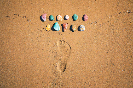 In A Row「Colorful Stones On The Beach」:スマホ壁紙(19)