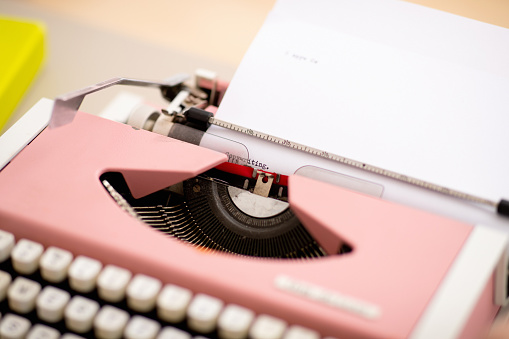 Influencer「Word and full stop typed out on a paper in pink typewriter」:スマホ壁紙(10)
