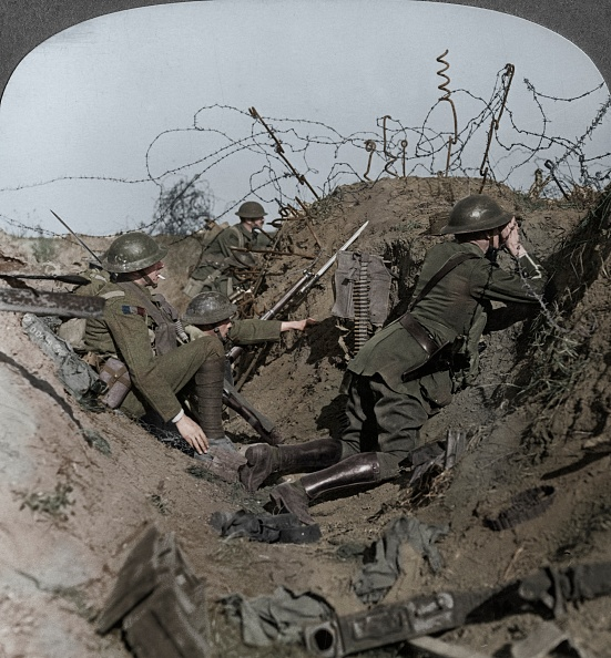 World War I「Observation Officer And Signallers Keep A Sharp Lookout」:写真・画像(14)[壁紙.com]