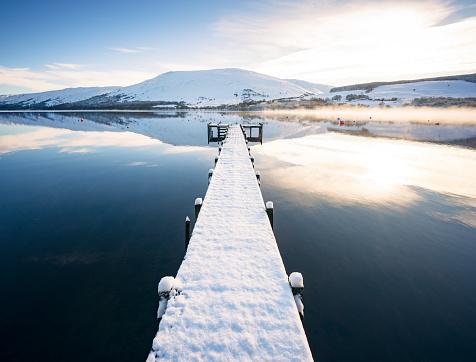 Pier「Snow covered jetty on Loch Earn in Scotland」:スマホ壁紙(9)