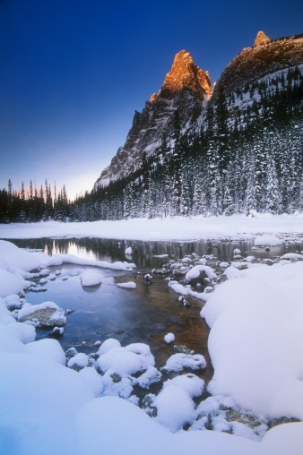 "Yoho National Park「""Snow covered river and mountainous landscape, Yoho National Park, B.C., Canada""」:スマホ壁紙(13)"